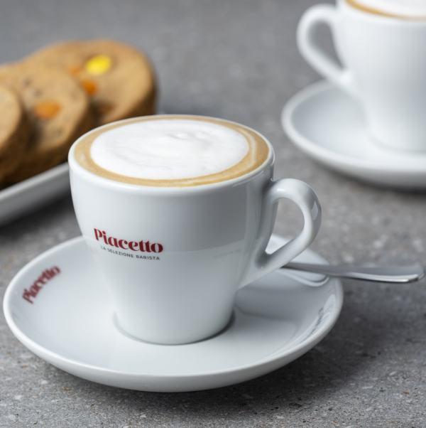 Kohvitassi PIACETTO piimavahuga