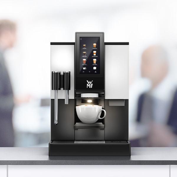 WMF1100S kohvitassiga
